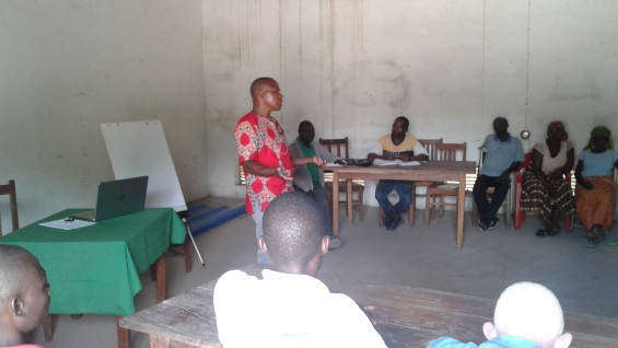 Agricultores de Monapo (Moçambique) reunidos em formação de gestão associativa