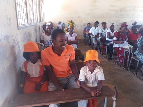 Crianças do Centro Infantil Saber de Criança de Monapo - Moçambique, vão pela primeira vez à escola